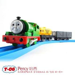 TOMY TRACKMASTER THOMAS FRIEND PERCY WITH 2 TRUCKS