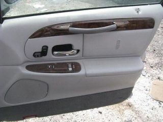 98 99 00 01 02 LINCOLN TOWN CAR FRONT DOOR TRIM PANEL RIGHT PASSENGER
