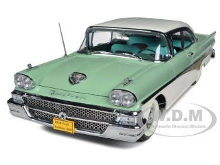 1958 FORD FAIRLANE 500 HARD TOP WHITE/SEASPRAY GREEN 1/18 BY SUNSTAR
