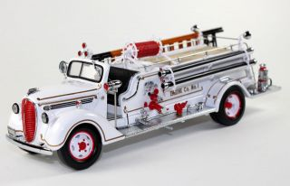 Franklin Mint 1938 Ford Fire Engine Diecast Truck 132 B11E252 SN# 2