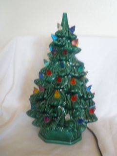 VIANTAGE HOLLAND MOLD 11 CERAMIC CHRISTMAS TREE WITH LIGHTED BASE