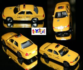 New York City Taxi Cab Set Ford Crown Victoria 1/43 Scale Diecast Mint