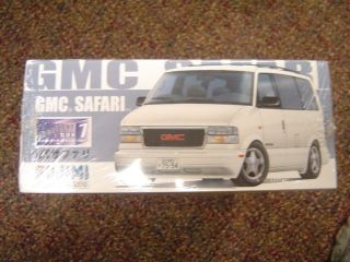 GMC SAFARI 1/24 SCALE ~ NEW ~ 6595
