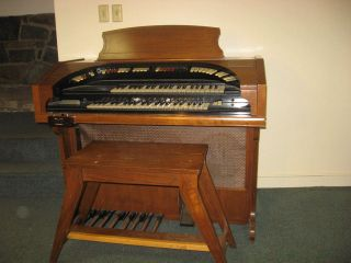 Vintage CONN Theatrette Organ Model 550 With Bench