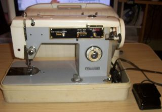 Vintage Fleetwood Deluxe Zig Zag Sewing Machine in Case For Parts or