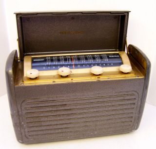 PORTABLE TABLE RADIO GENERAL ELECTRIC GE MOD. 250 STEEL CASE 46