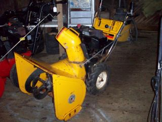 MTD Snow Flite Snow Blower. 8HP Tecumseh Engine.