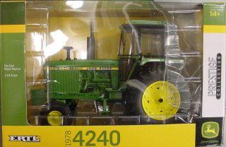 JOHN DEERE Ertl Toy TBE45290 4240 Tractor 116 scale