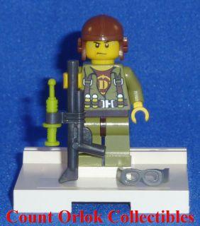 DINO LEGO = HERO PILOT w/RIFLE & TRANQUILIZER Minifigure Minifig 5883