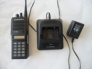 Motorola MT2000 Handie Talkie FM Radio, UHF, Model H01SDH9AA7AN Weak