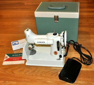 vintage singer sewing machine,sewing machine,singer featherweight