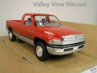 PROMO  AMT 1994 DODGE RAM 2500 PICKUP  RED & SILVER MIB