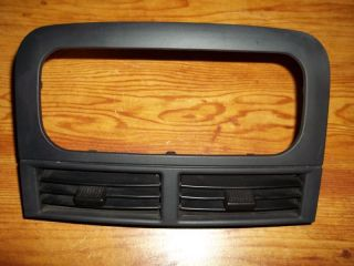 99 04 JEEP GRAND CHEROKEE RADIO TRIM CENTER DASH VENTS 03 LAREDO