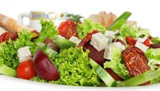 Confira receitas de saladas para começar a semana comendo alimentos