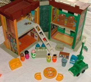 Fisher Price little people Sesame Street house # 938 figures bert