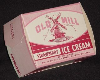 Unused Old Mill Pint Strawberry Ice Cream Carton Davenport,Iowa