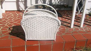 VINTAGE SHABBY WHITE WICKER MAGAZINE RACK HOLDER WITH HANDLE