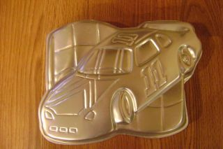 wilton 11 nascar racing car flag cake pan 2105 1350