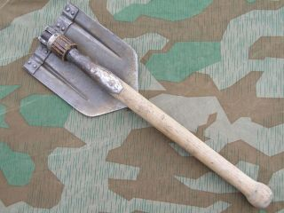 ORIGINAL GERMAN WWII FOLDING SHOVEL (KLAPPSPATEN) WITH MAKERS LOGO
