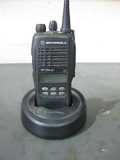 Motorola HT 1250 LS Portable Radio UHF LTR Trunking 16 channel