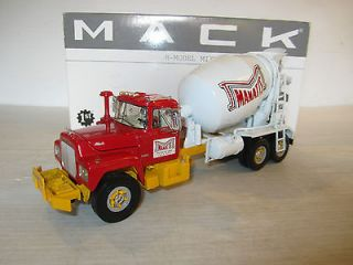 First Gear 1/34 R Mack Cement Mixer Truck MANATTS Concrete Co. used
