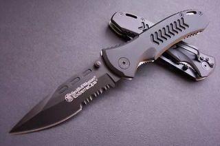 & Wesson sharp stainless steel Folding line lock knife with clip 111