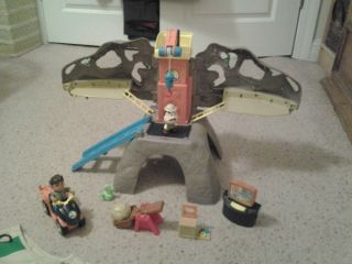Go Diego Go Dinosaur Rescue Center Mountain Playset w EXTRAS