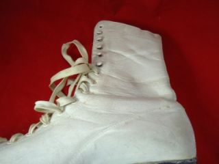 Vintage White Leather Women Ice Skates from Johnsons North Star SIZE 7