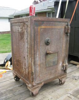 ANTIQUE SAFE MADE BY THE NATIONAL SAFE LOCK CO AROUND 1899 FLOOR SAFE