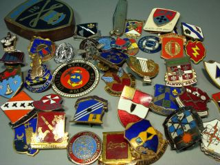40 Military pins WWII U S ARMY DISTINCTIVE UNIT INSIGNIA DUI old medal