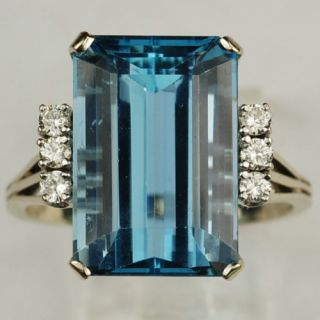 Estate Art Deco 18K Gold 17 Ct Aquamarine Diamond Ring