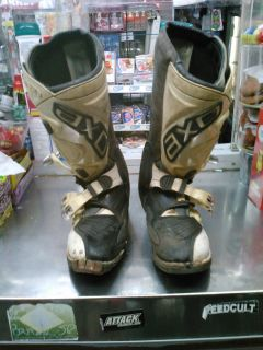 AXO RC5 DIRT BIKE MOTORCYCLE BOOTS SIZE 10 OR 44 DAMAGE GOOD FOR PARTS