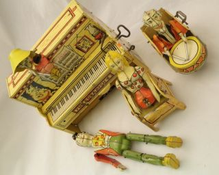 1945 Unique Art Lil Abner Dogpatch Band Tin Windup Toy works!