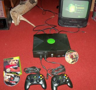 ORIGINAL XBOX SYSTEM CONSOLE WITH ALL HOOK UPS, GAMES, GREAT CONDITION