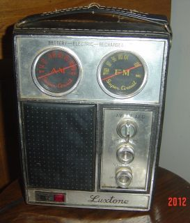 WORKING VINTAGE LUXTONE AM FM RADIO BATTERY ELECTRIC MODEL 1176