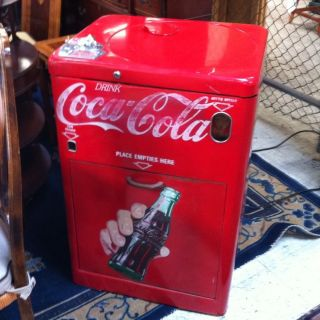 Vintage Coke machine Vendo Great Graphics CLEAN BRIGHT RED PICK UP