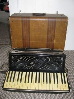 Beautiful Bertini 120 Bass Accordion Italy Late 1930s Black Cream