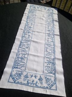 Vtg Embroidered Blue Willow China Pattern Birds Love Table Runner