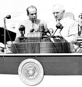 ó mulo Gallegos & Pres. Harry Truman sharing a podium in 1948