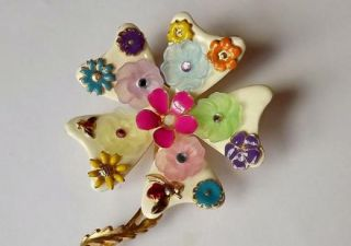 The Best 1960s Mod Flower Power Pin Ever Enameled Bees Blooms Plastic