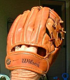 JIM CATFISH HUNTER WILSON USA MADE BASEBALL GLOVE