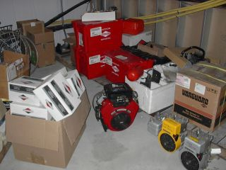 Briggs Stratton Complete Engine and Parts Inventory Wholesale Lot