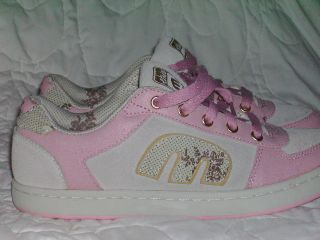NWOT ETNIES TAN & PINK SIZE 9 NEVER BEEN WORN SUPER CUTE