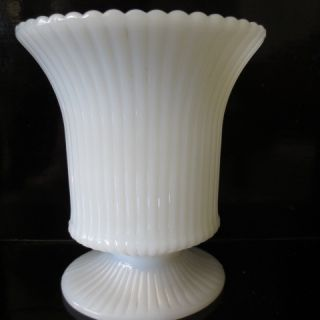BRODY COMPANY RIBBED URN STYLE MILK WHITE VASE MADE IN THE USA EXL