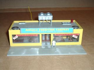 HO Built Lighted Tyco Miracle Furniture Company Building Structure