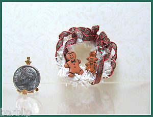 Dollhouse Miniature White Christmas Wreath with Gingerbread Boys 1