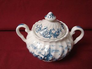Johnson Brothers China England Tulip Time In Blue Round Covered sugar
