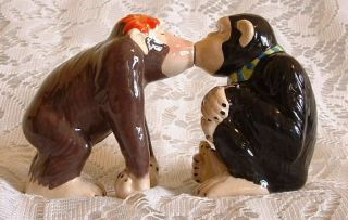 Handpainted Ceramic MWAH Magnetic Kissing Chimpanzee Monkey Salt