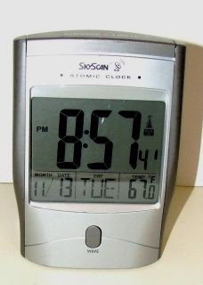 SkyScan Atomic Clock Snooze Alarm Light Date Temperature Automatic