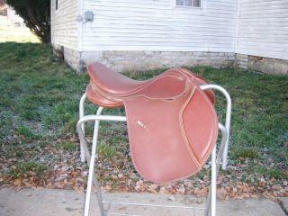 Wintec Close Contact Jumping Saddle 16 1 2 Seat